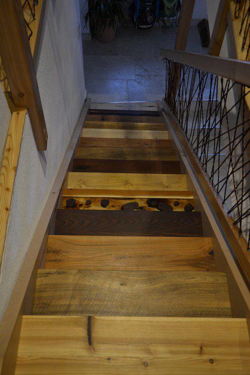 Innenraum-Stiege mit 14 verschiedenen Holzarten